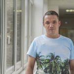 Рафаэль ходит на работу пешком. Но два года назад ему поставили диагноз рак и предложили ампутировать ногу